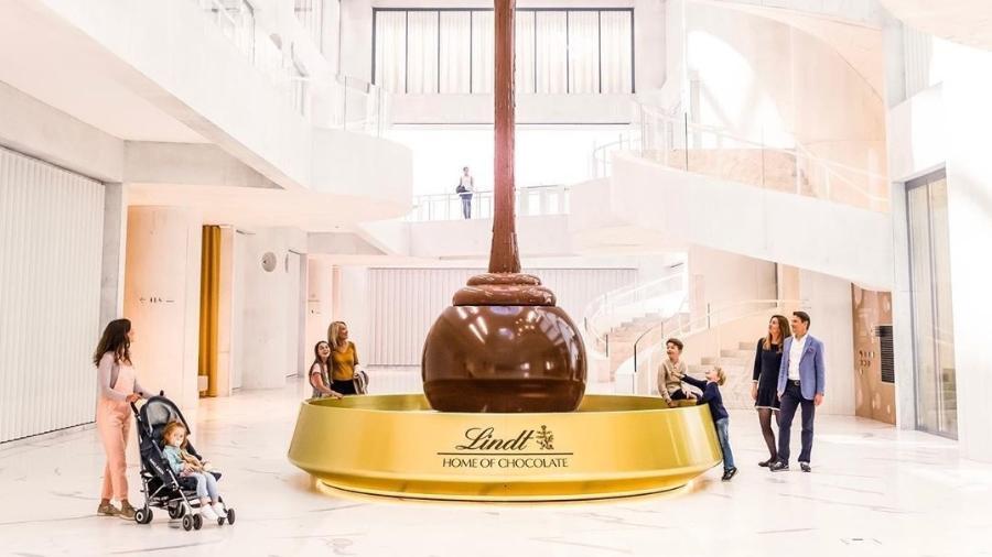 Fonte de 9 metros de altura dá boas-vindas aos visitantes - Divulgação