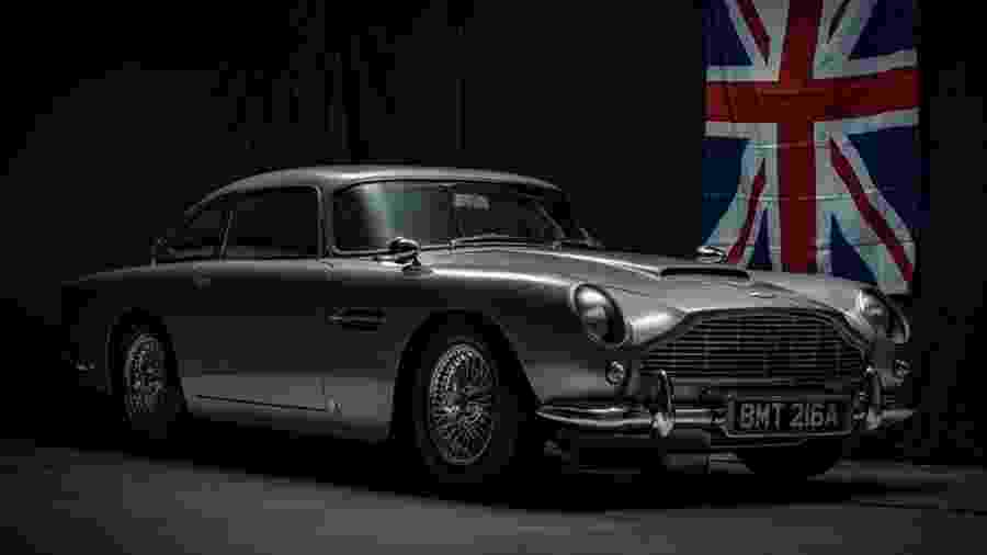 Réplica de Aston Martin DB5 usado em filme 007 Contra Goldfinger - Divulgação