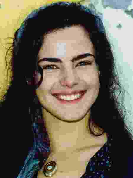 Giuliana (Ana Paula Arósio) é uma jovem italiana, linda e romântica que emigra com seus pais para o Brasil, mas fica órfã no navio, onde conhece e se apaixona perdidamente por Matteo (Thiago Lacerda) - Divulgação/Globo - Divulgação/Globo