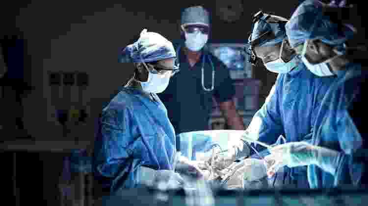 médicos; cirurgia; medicina - iStock - iStock