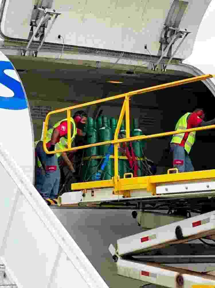 Boeing carregado com 150 cilindros de oxigênio com destino a Manaus - Divulgação - Divulgação