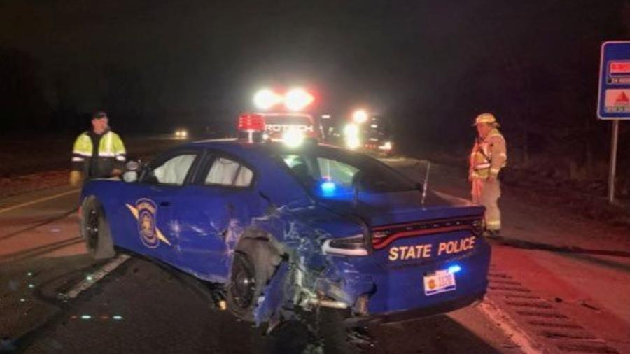 Carro de polícia é atingido por Tesla com Autopilot ligado - Reprodução/Reuters