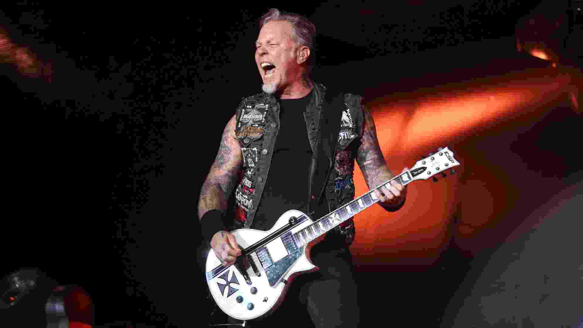 19.set.2015 - James Hetfield do Metallica no show do grupo de heavy metal no palco Mundo no segundo dia do Rock in Rio 2015 - Fernando Maia/UOL