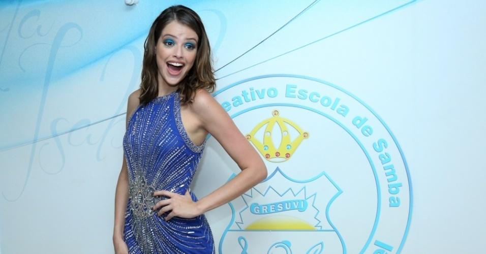 30.jan.2016 - A atriz Agatha Moreira chega à feijoada da Unidos de Vila Isabel, que acontece na quadra da escola de samba no Rio de Janeiro.
