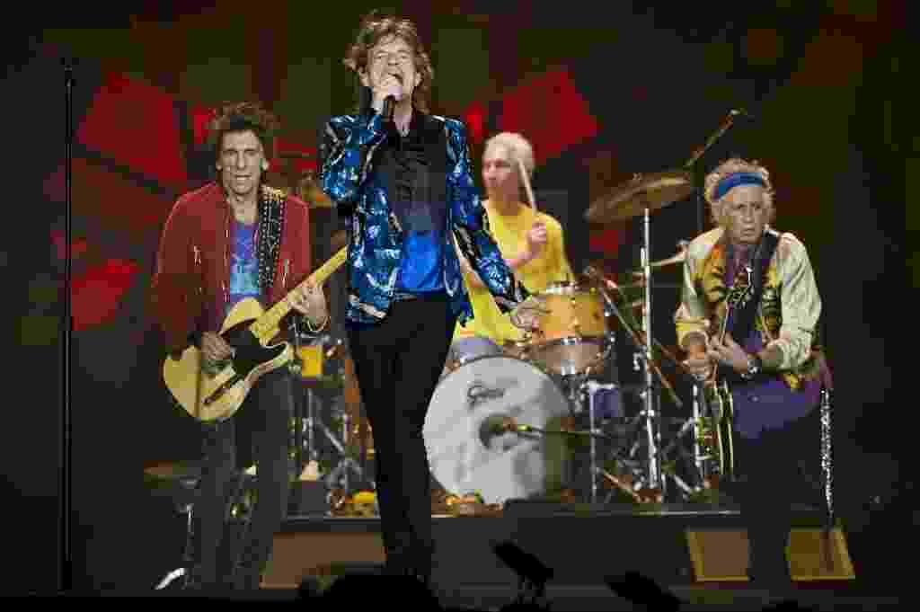 24.fev.2016 - Rolling Stones se apresenta sob chuva no estádio do Morumbi, em São Paulo - Nelson Almeida/AFP