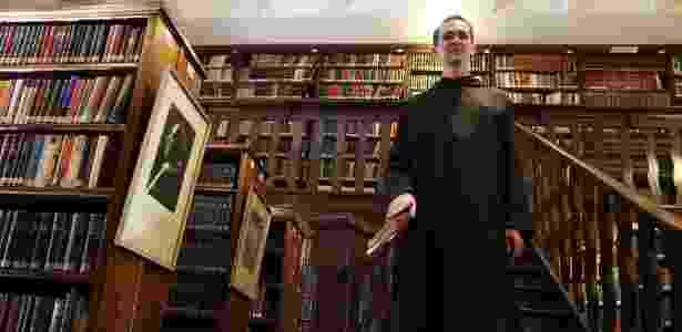 O monge beneditino Dom João Baptista, produtor cultural e responsável pela biblioteca - Junior Lago/UOL
