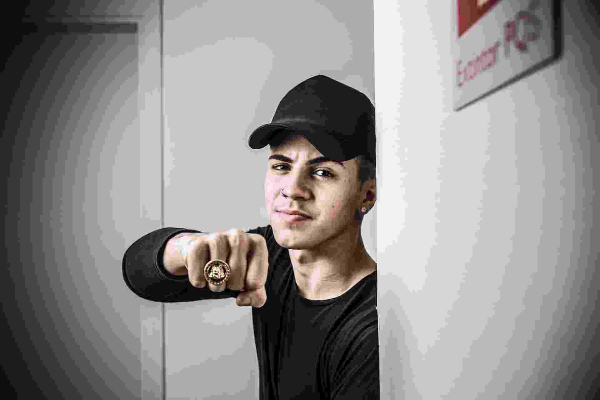 O cantor Biel, 21, anunciou que dará um tempo na carreira. A decisão foi o recurso derradeiro diante de uma polêmica iniciada em junho, quando uma jornalista o denunciou por assédio sexual, durante uma entrevista. - Lucas Lima/UOL
