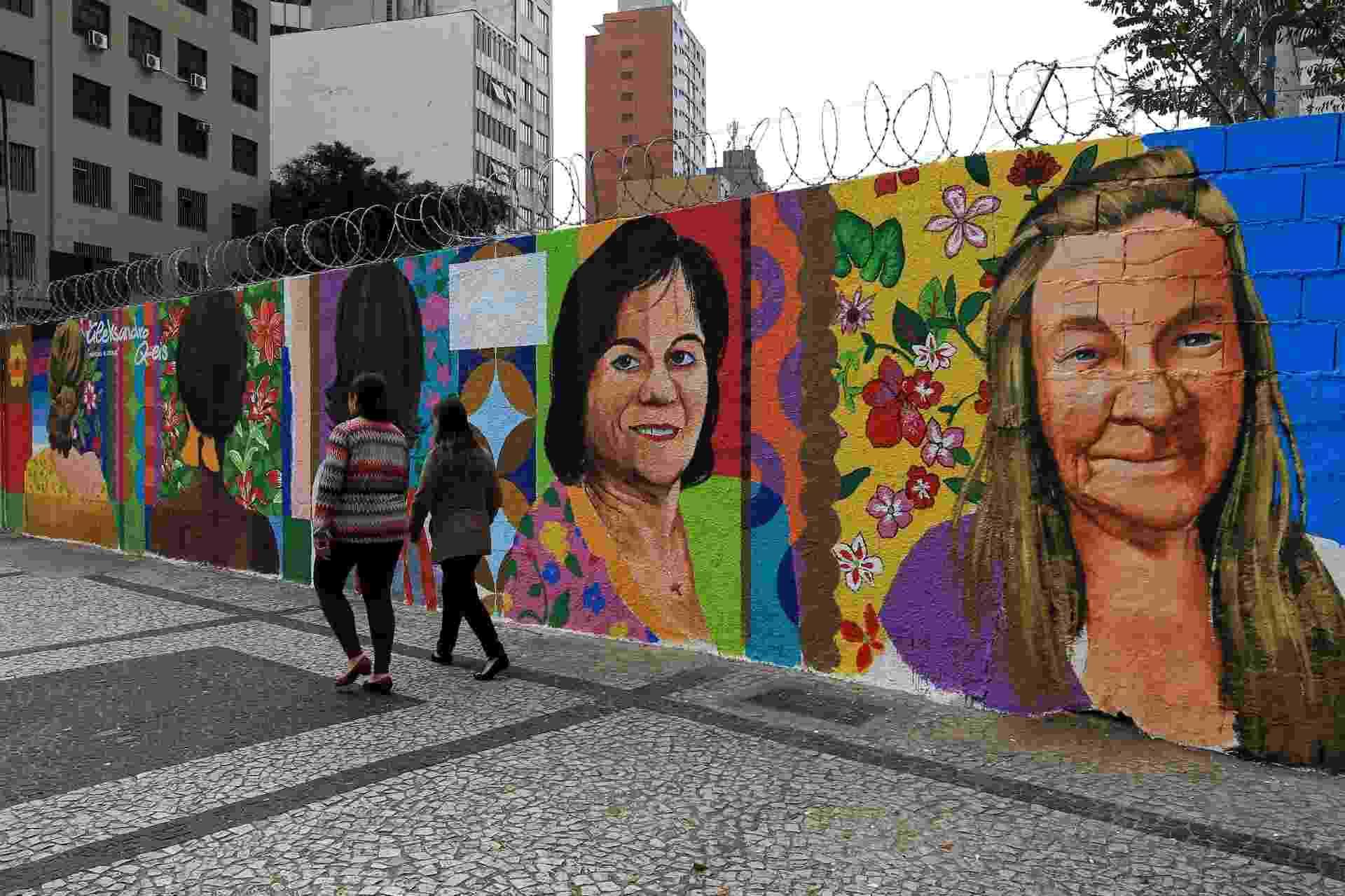 9.ago.2016 - Grafite em homenagem aos dez anos da Lei Maria da Penha é inaugurado no centro de São Paulo - Hélvio Romero/Estadão Conteúdo