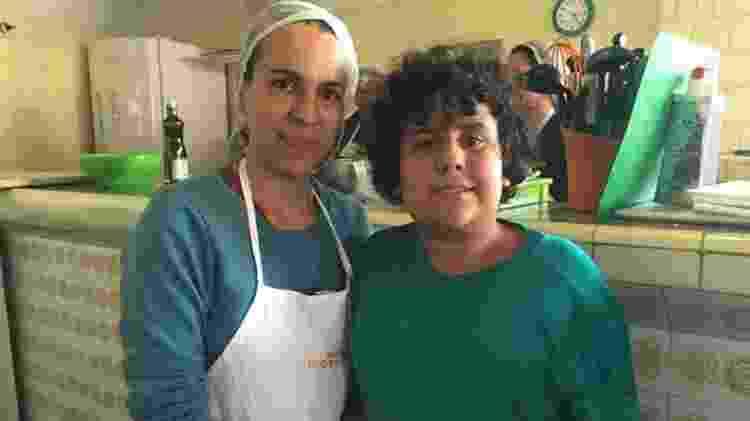Fernando conta que agora ajuda a mãe na cozinha. 'Quando eu cozinho, sinto orgulho de mim.' - Reprodução - Reprodução
