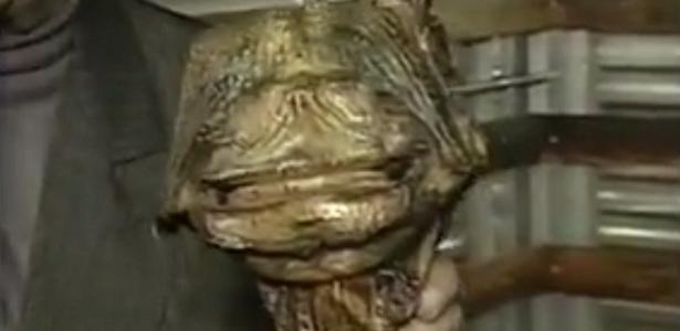Matéria sobre o chupa-cabra no programa Domingo Legal, no SBT, em 1997