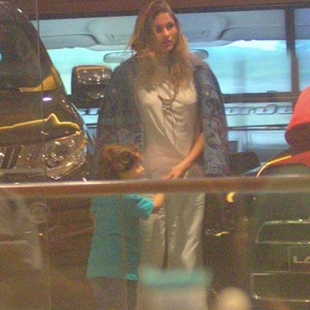 Sasha é vista em companhia do irmão, David, em shopping, no Rio - AgNews