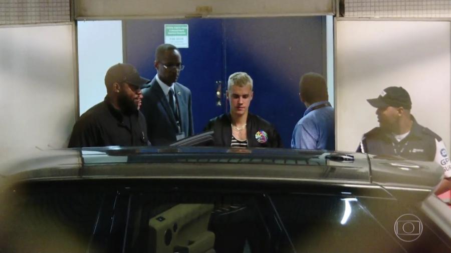 """O cantor Justin Bieber desembarcou no Rio de Janeiro nesta quarta-feira (29) para o show """"Purpose Tour"""" - Reprodução/TV Globo"""