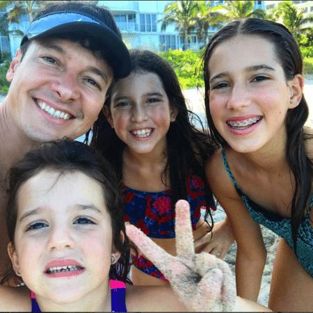 Rodrigo Faro com as filhas, Helena, Maria e Clara - Reprodução/Instagram/rodrigofaro