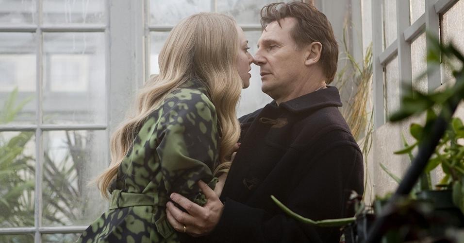 """Liam Neeson e Amanda Seyfried em cena de """"O Preço da Traição"""" (2009)"""