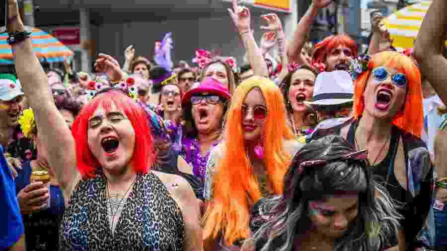 Fãs de Rita Lee curtem bloco Ritaleena, em Pinheiros, neste sábado - Edson Lopes Jr./UOL