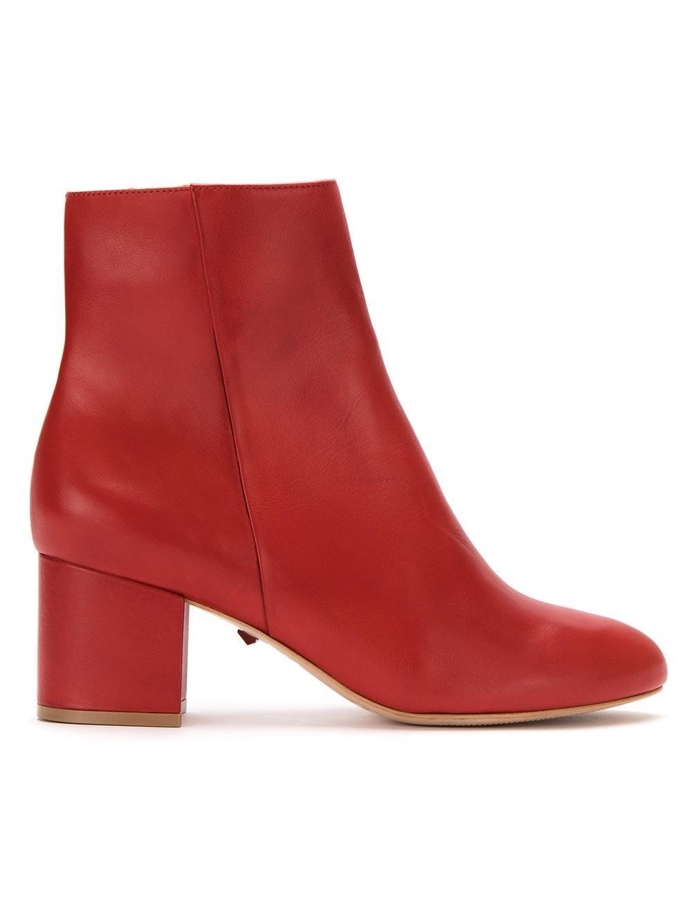 56e1708704 Bota vermelha: como usar o sapato que é tendência absoluta no inverno 2018