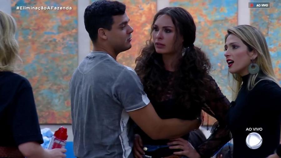 Fernanda Lacerda e Ana Paula Renault discutem após programa ao vivo  - Reprodução/PlayPlus