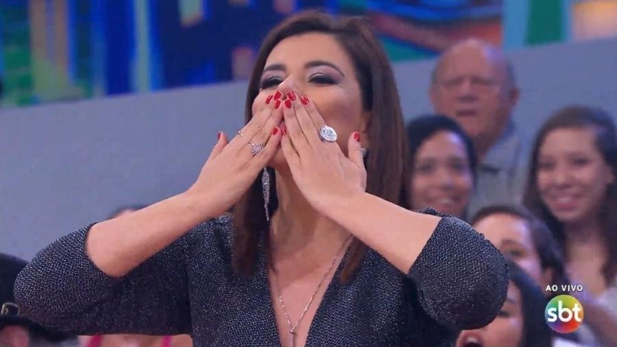 """Mara Maravilha em sua estreia como jurada de quadro do """"Programa do Ratinho"""" - Reprodução/SBT"""