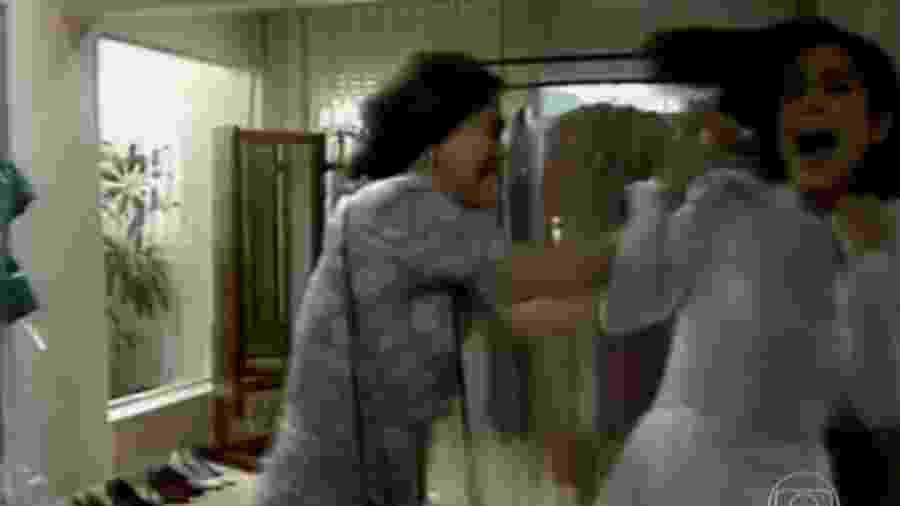 """Raquel (Regina Duarte) e Maria de Fátima (Gloria Pires) brigam em """"Vale Tudo"""" - Reprodução/TV Globo"""