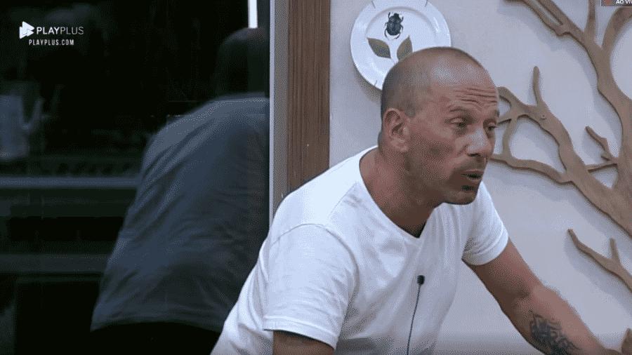 Rafael Ilha critica Caique Aguiar - Reprodução/Play Plus