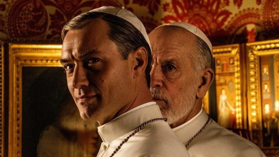 """Jude Law e John Malkovich estão em foto de """"The New Pope"""", continuação de """"The Young Pope"""" - Divulgação"""