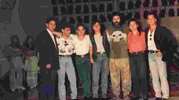 Roberto Manzoni (Magrão) ao lado dos Amigos no SBT - Reprodução/Facebook