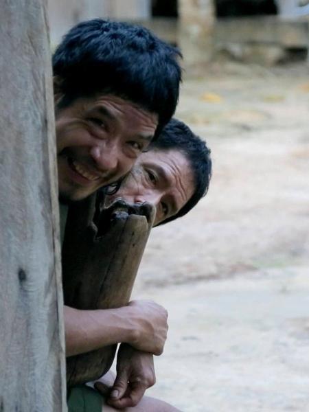 Os Piripkura Tamanduá e Baita durante contato com especialistas da Funai - Divulgação