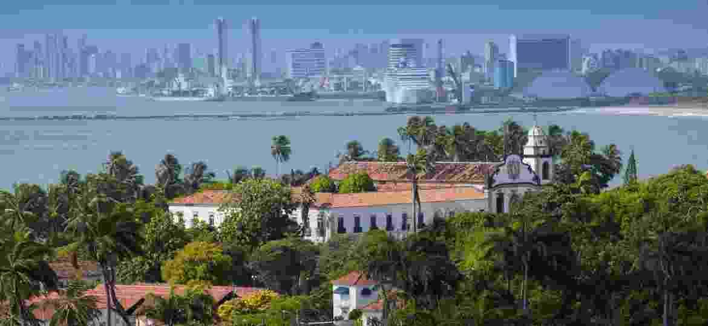 A igreja de Dom Bosco, em Olinda. Ao fundo, a cidade de Recife - Getty Images