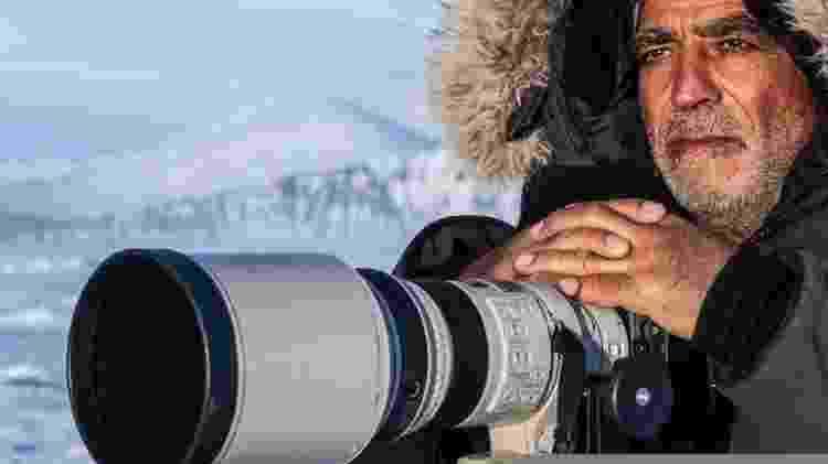 O pai de Amos Nachoum faleceu enquanto ele estava realizando o projeto dos seus sonhos: fotografar ursos polares na água - Amos Nachoum/BBC - Amos Nachoum/BBC