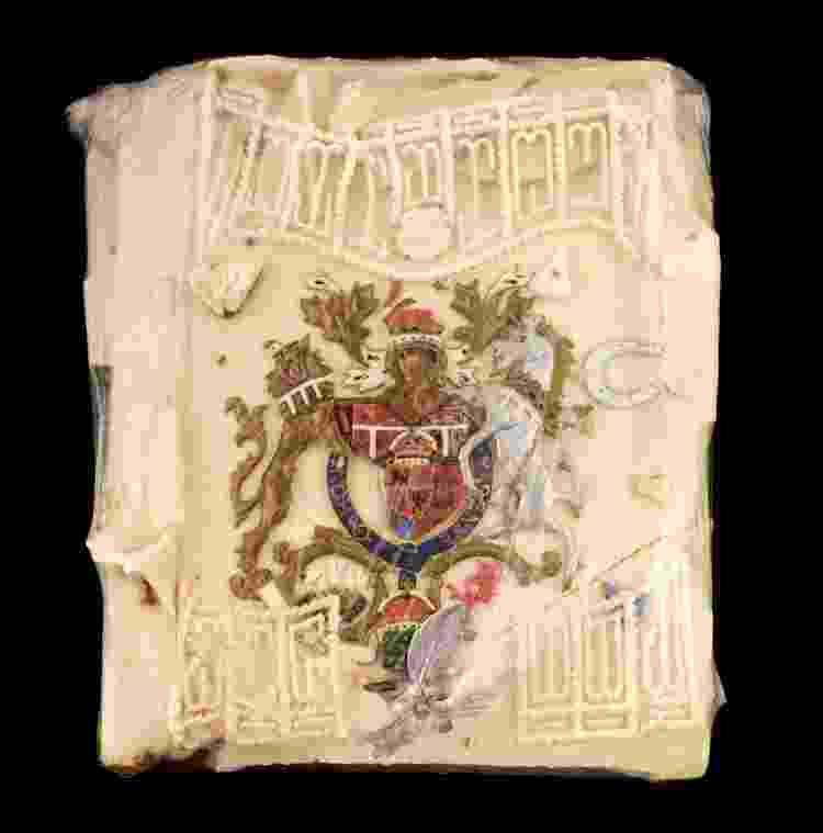 Fatia do bolo de casamento da princesa Diana e do príncipe Charles que irá a leilão - Reprodução/Dominic Winters Auctioneers - Reprodução/Dominic Winters Auctioneers