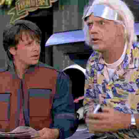 """Cena do filme """"De Volta para o Futuro 2"""" com os atores Michael Fox e Christopher Lloyd. - Divulgação"""
