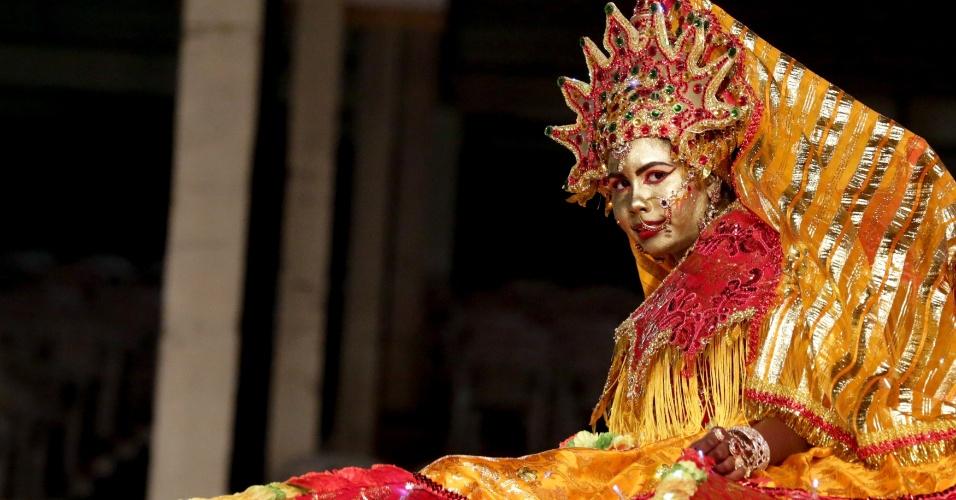 De rosto pintado, Ashley Rambharose apostou na Rainha Maharani, em Trindade e Tobago