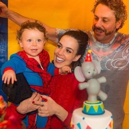 Karen Brusttolin e Alexandre Nero comemoram com festa o primeiro aniversário do filho, Noá - Reprodução/Instagram/karenbrusttolin