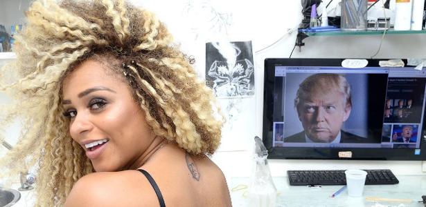 Miss Bumbum Erika Canela com a tatuagem do rosto de Donald Trump nas costas