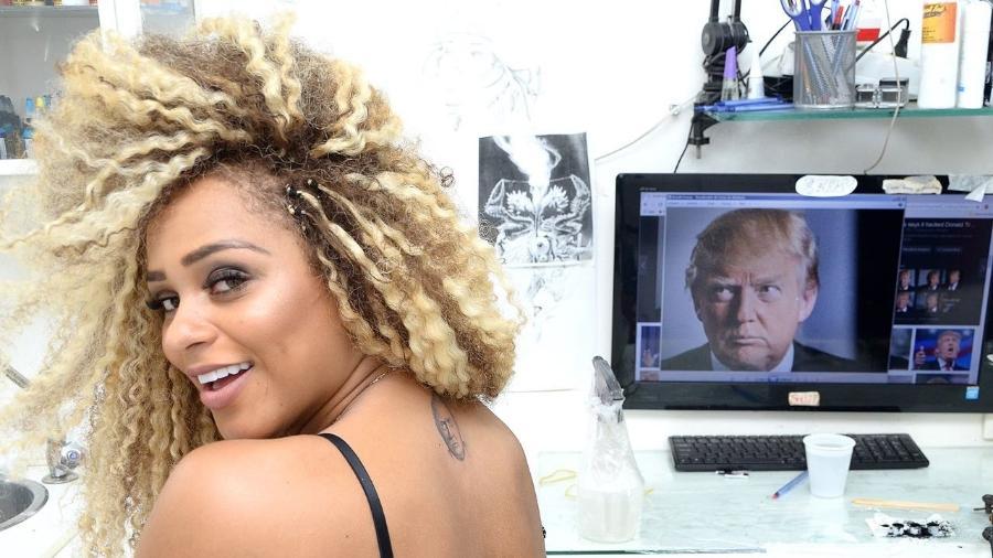 Miss Bumbum Erika Canela com a tatuagem do rosto de Donald Trump nas costas - J. Domingos/Divulgação