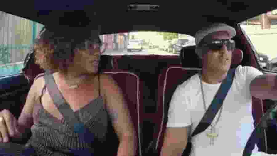 Após pito do Detran, Liniker e Mano Brown usam cinto de segurança em vídeo - Reprodução