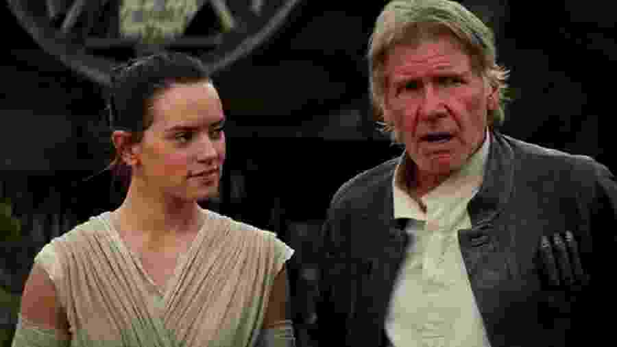 """Harrison Ford e Daisy Ridley em cena de """"Star Wars: O Despertar da Força"""" (2015) - Divulgação"""