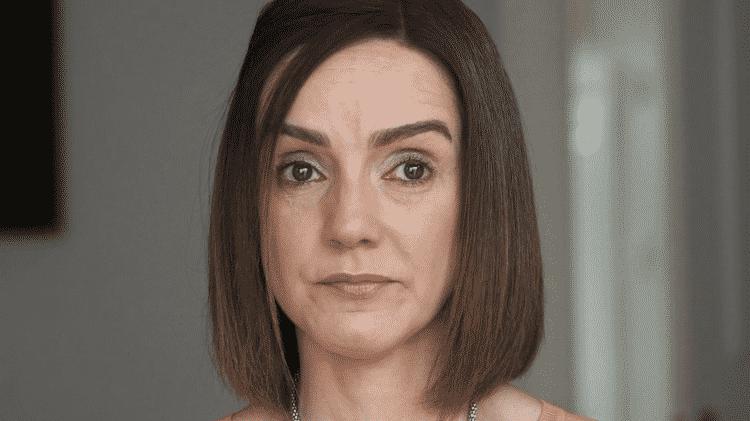 Jacqui Wolstenholme quase foi à loucura coma as filhas gêmeas, que acordavam até 40 vezes toda noite - bbc