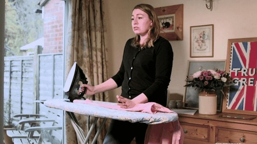 """Alena Kate Pettitt mora no Reino Unido e diz que quer """"estar submissa ao seu marido e mimá-lo como se fosse 1959"""" - Reprodução"""