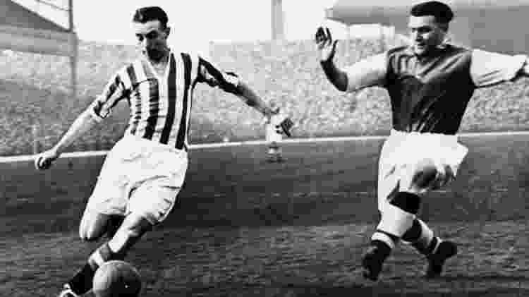 Stanley Matthews (à esquerda), lenda do futebol inglês - Getty Images