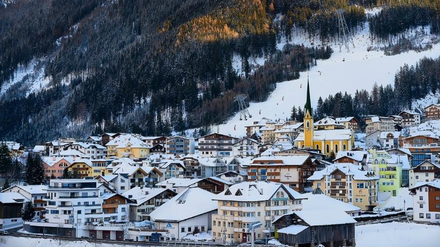 Ischgl, na Áustria, leva os turistas até Silvretta Arena, uma das maiores estações de esqui nos Alpes - Getty Images