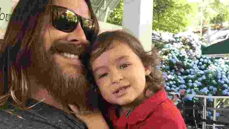 Theo Becker com o filho Thor - Arquivo pessoal