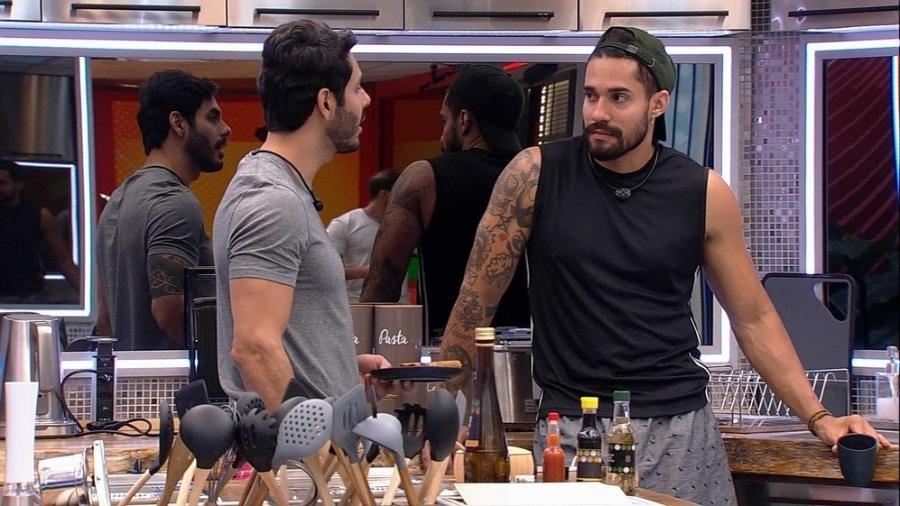 BBB 21: Arcrebiano e Rodolffo conversaram na cozinha - Reprodução/Globoplay