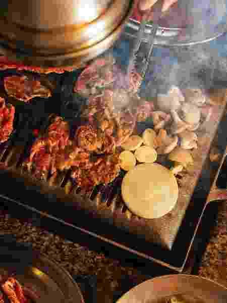 Nos restaurantes, exaustores puxam a fumaça de cada mesa - New Shin la Kwan/Reprodução - New Shin la Kwan/Reprodução