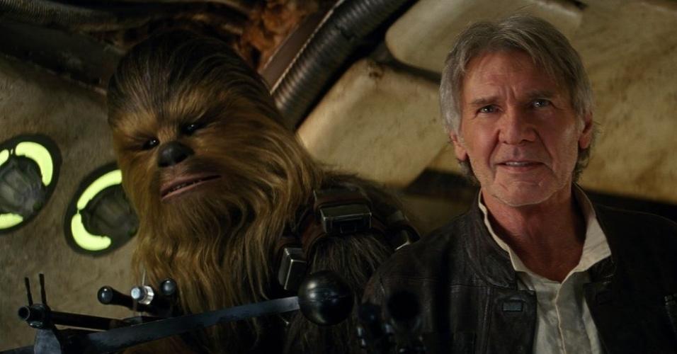 Chewbacca e Han Solo (Harrison Ford) em cena de trailer de