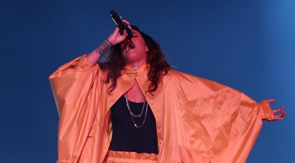 26.set.2015 - Rihanna se apresenta no sexto dia do Rock in Rio 2015