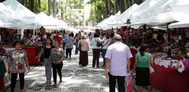 Praças centrais de Curitiba recebem a Feira Especial de Natal até 23 de dezembro. - Jaelson Lucas/SMCS