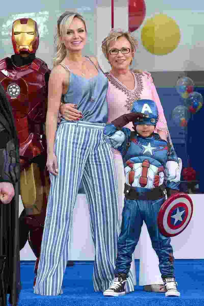 13.ago.2016 - Eliana celebra os cinco anos de seu filho, Arthur, ao lado da mãe, dona Eva, em um buffet em São Paulo - Manuela Scarpa/Brazil News