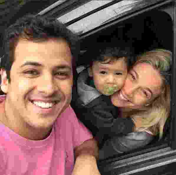 """2.out.2016 - Matheus Braga publicou uma foto ao lado de Fernanda Gentil e do filho Gabriel neste domingo, com direito a elogio para a ex. """"Bielzinnnn agora vai ficar com a mamãe dele que é um fenômeno! Quinta estamos de volta!"""", escreveu o empresário - Reprodução/Instagram/teteubraga"""