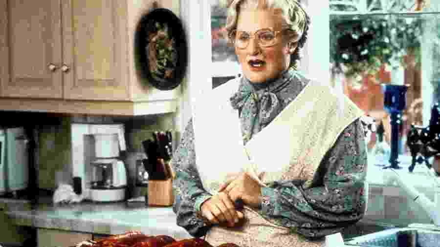 """Robin Williams em cena de """"Uma Babá Quase Perfeita"""" (1993) - Divulgação"""